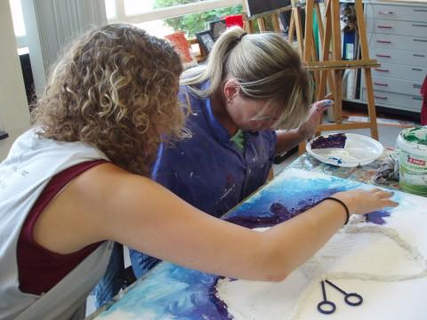 Impressie schilderles voor mensen met een visuele beperking bij Studio Xplo in Tilburg