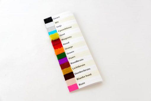 Dichtgevouwen Taktila kleurenkaart, vooraanzicht Nederlands.