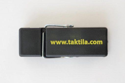 Taktila knijper met websitevermelding, zelf te voorzien van Taktilastickers aan de achterzijde