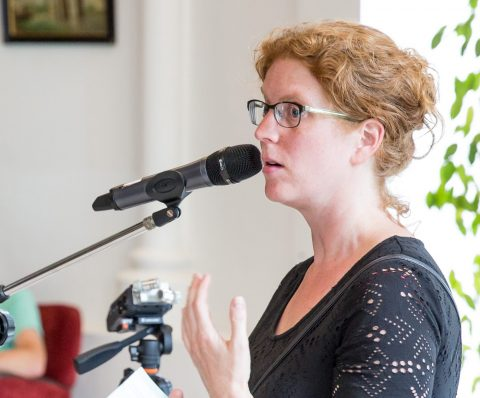 Jofke spreekt tijdens het Taktila symposium in 2017