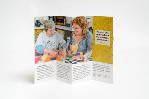 Taktila kleurenkaart Nederlands, opengevouwen achteraanzicht